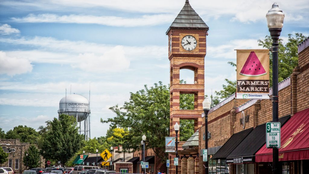 downtown-overland-park-parking-web-clocktower
